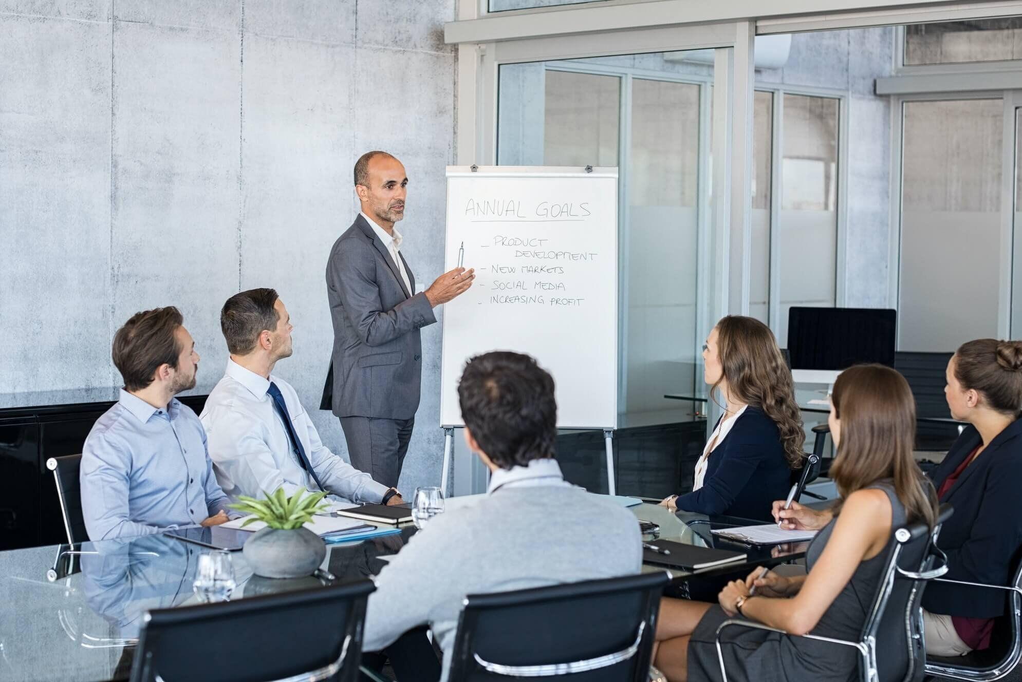 Leader briefing business people
